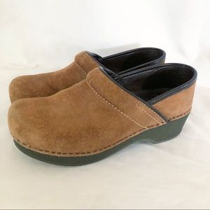 Women's Dansko Brown suede clogs 37 sz 6.5-7 shoes